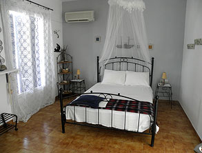 the bedroom at Litsa Malli rooms Pollonia Milos Greece
